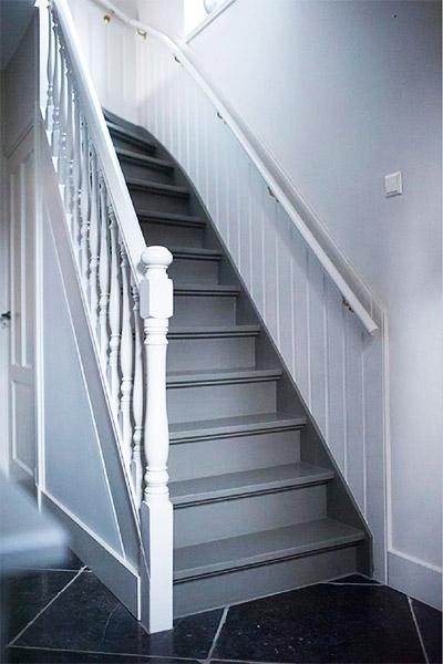 Trends trap bekleden trap renovatie houten trap praxis - Geschilderde trapmodel ...