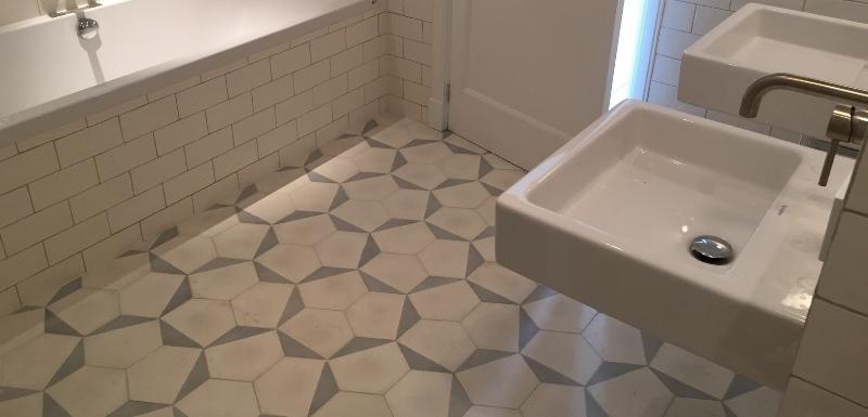 Eiken badkamermeubel maken - Tegel patroon badkamer ...