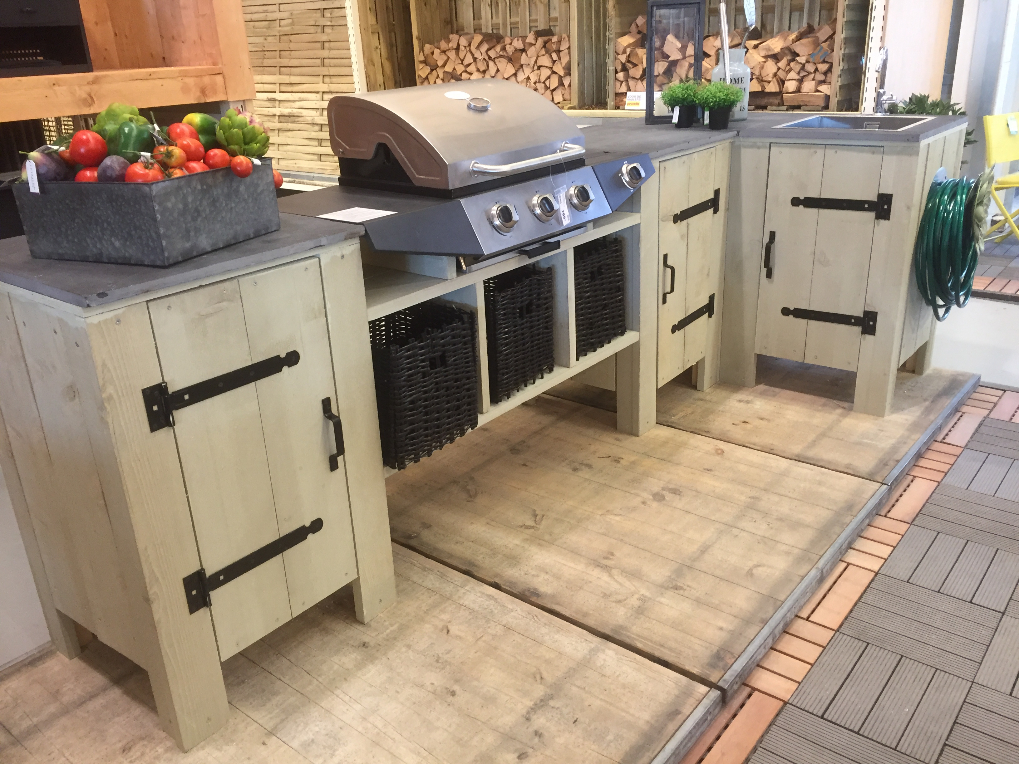 Buitenkeuken van steigerhout barbecuemeubel for Houten bankje steigerhout