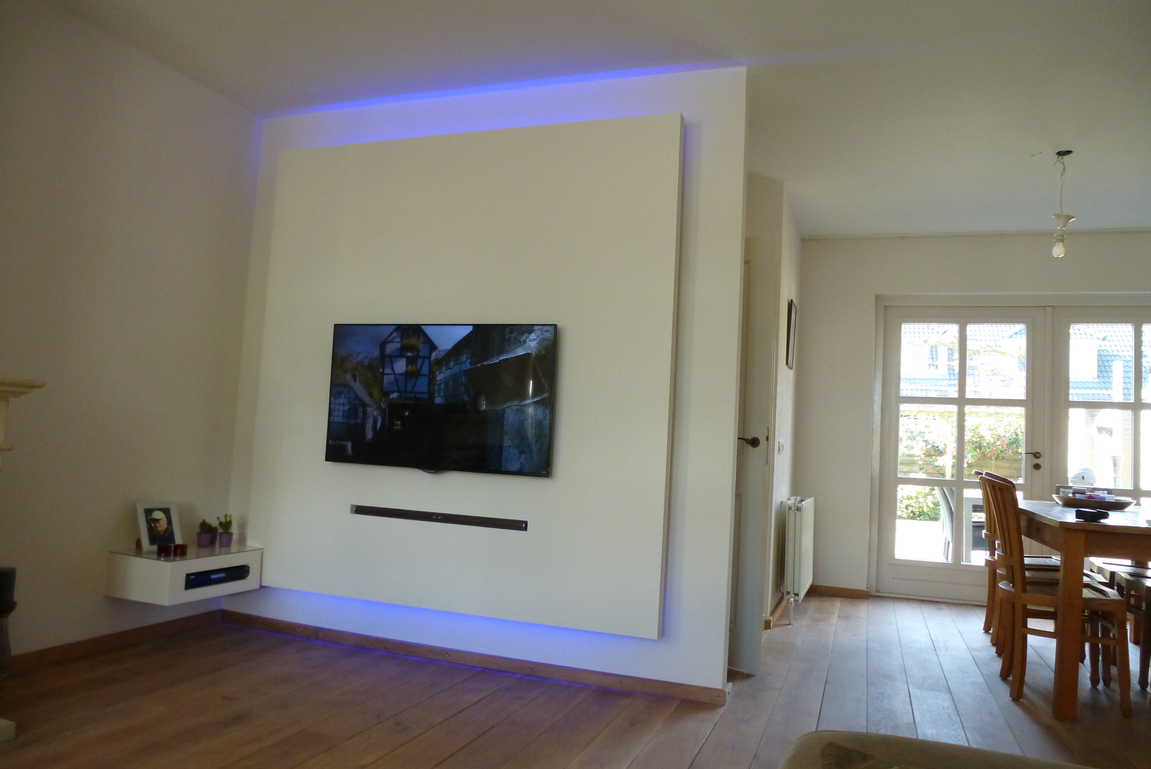 Tv In Muur : Tv an wand befestigen fernseher an die wand montieren welche h