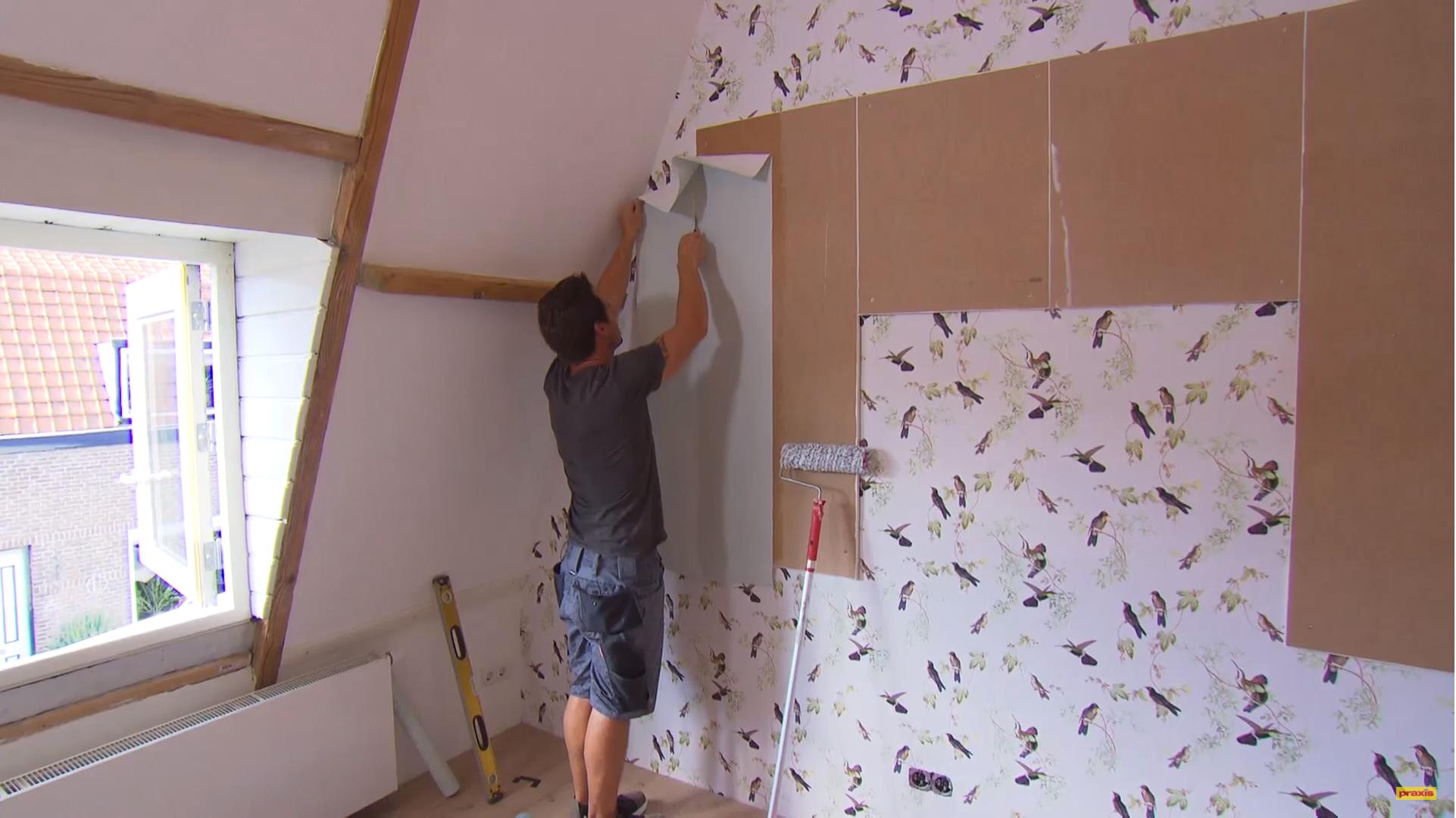 Wanddecoratie met eh t behang en behang op panelen for Behang praxis