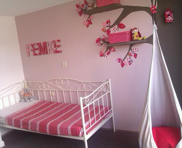 Van babykamer naar kinderkamer - Behang voor volwassen kamer ...
