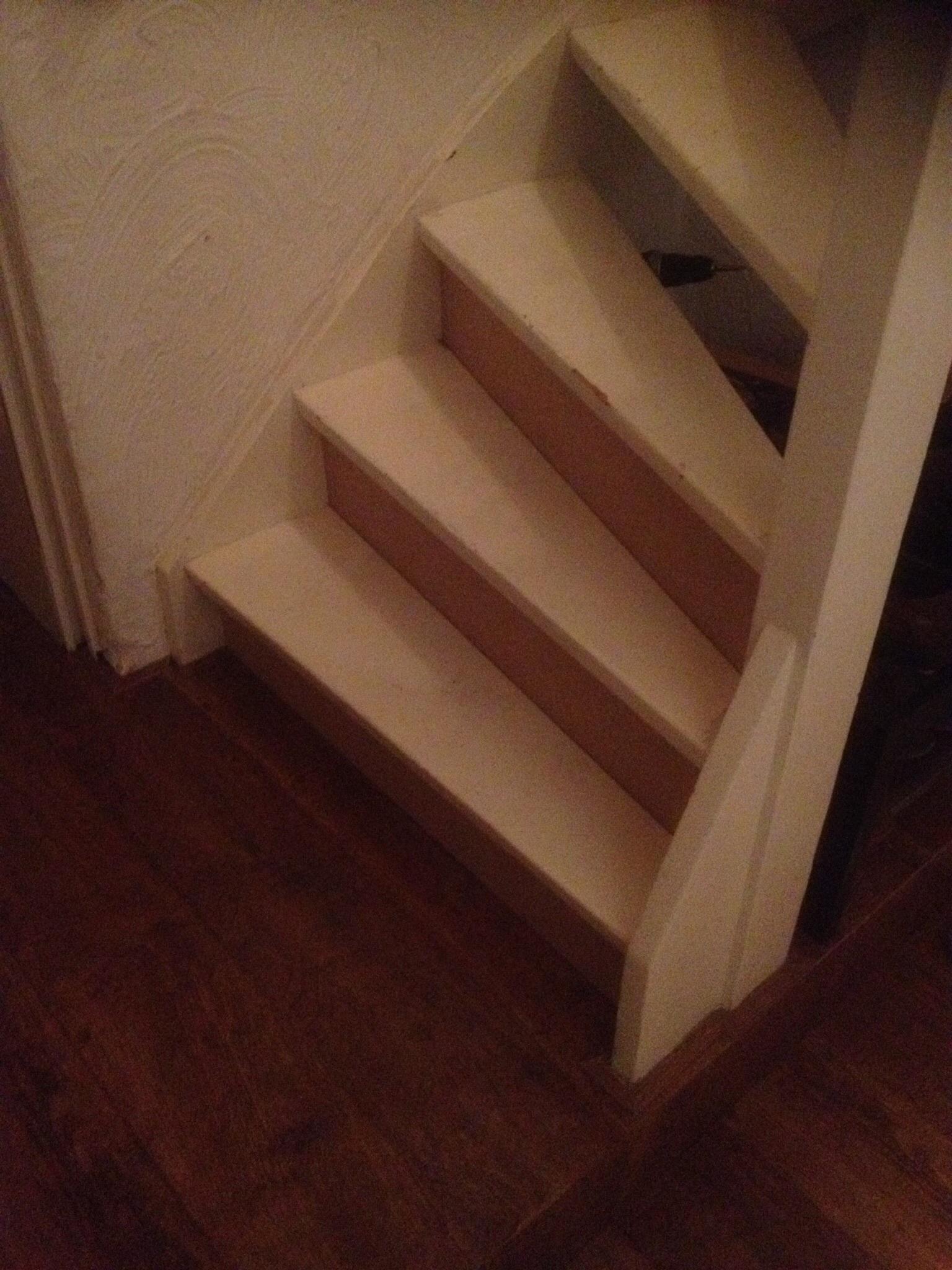 Trap dichtmaken met kastje eronder - Entreehal met trap ...
