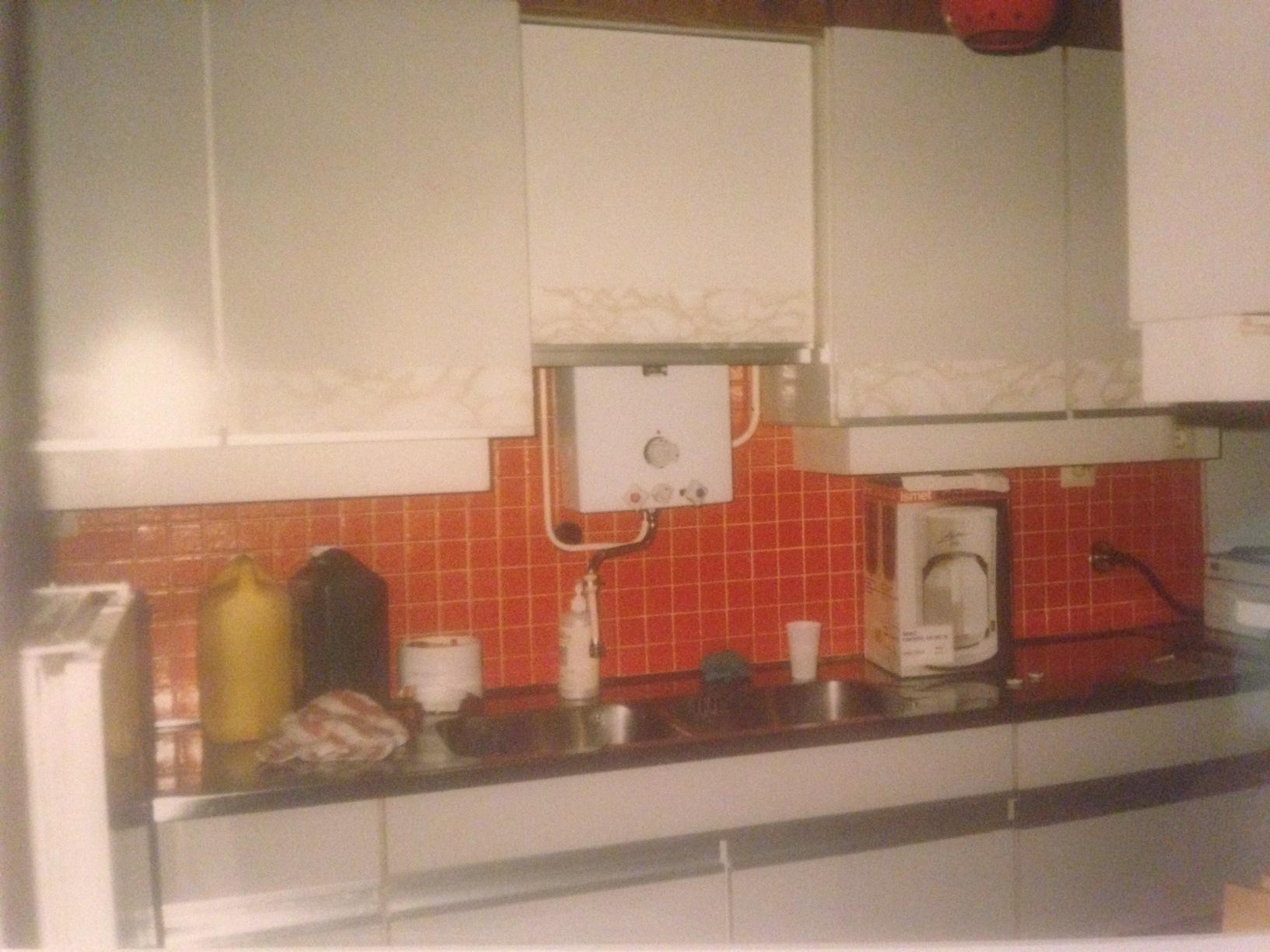 Oude keuken omtoveren naar een moderne keuken - Oude foto keuken ...