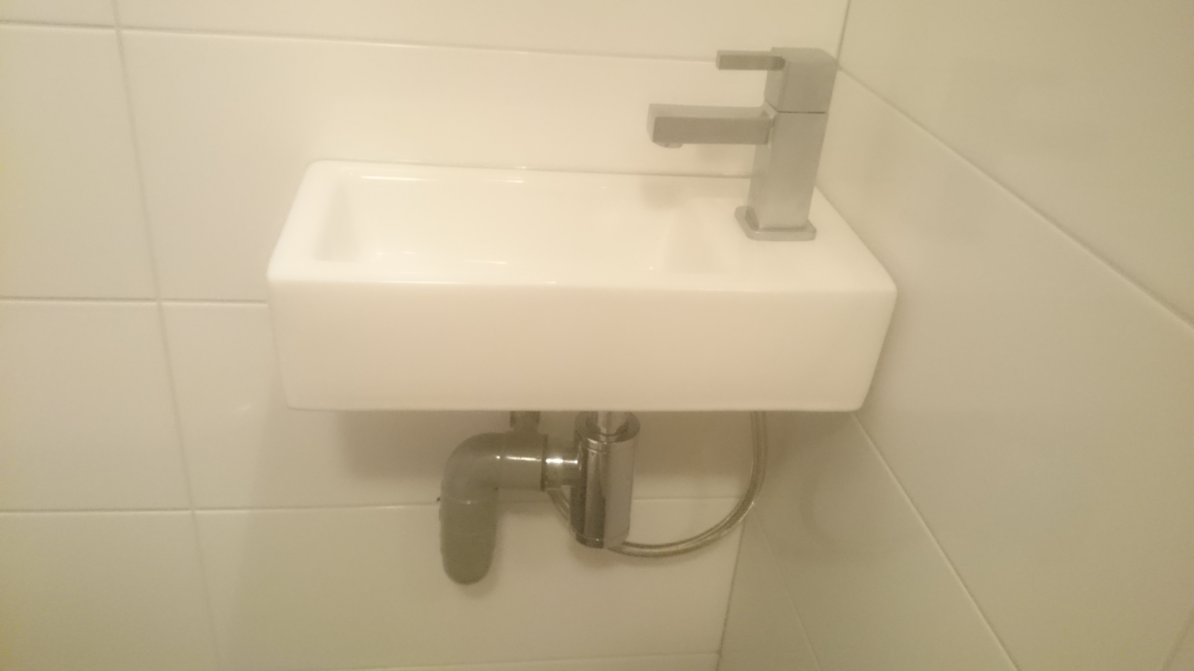Klein Fonteintje Toilet : Kleinste fontein wc wastafel voor de wc ook met toiletkastje
