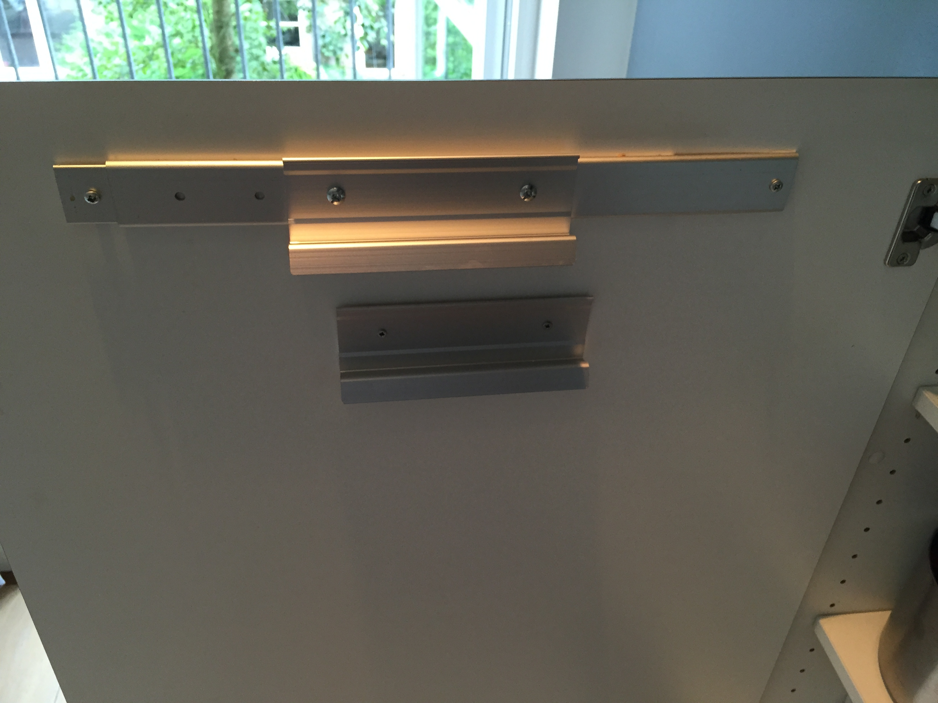 Keukenkast Ophangen Ikea : Keukenkast ophangen ikea woontips keukenkastje afstellen