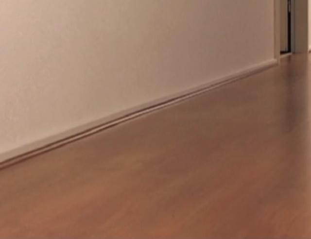Hoe bevestig je een kabelgoot - Hoe kleed je een witte muur ...