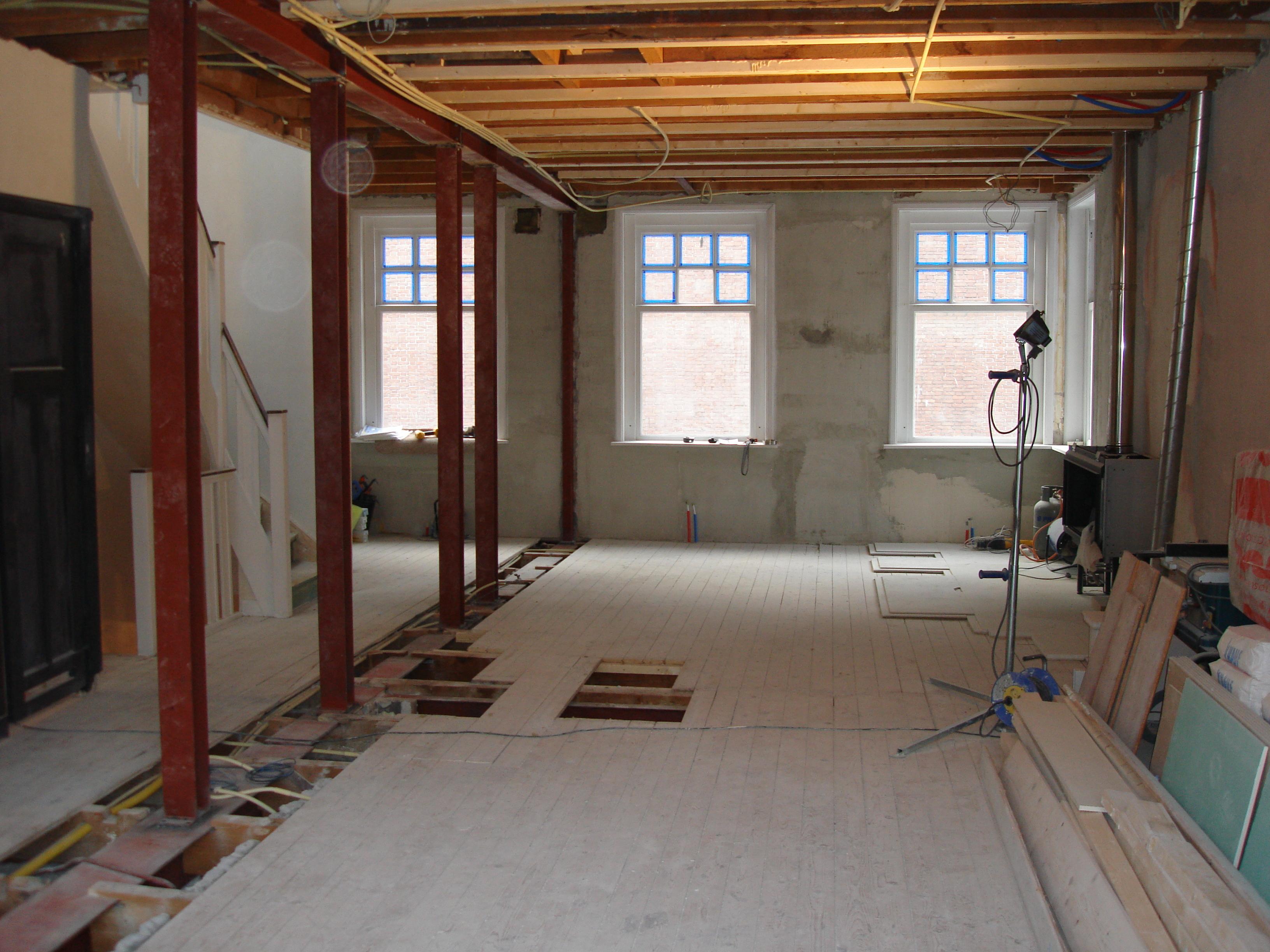 Steunmuur verwijderen - Plafond met balk ...