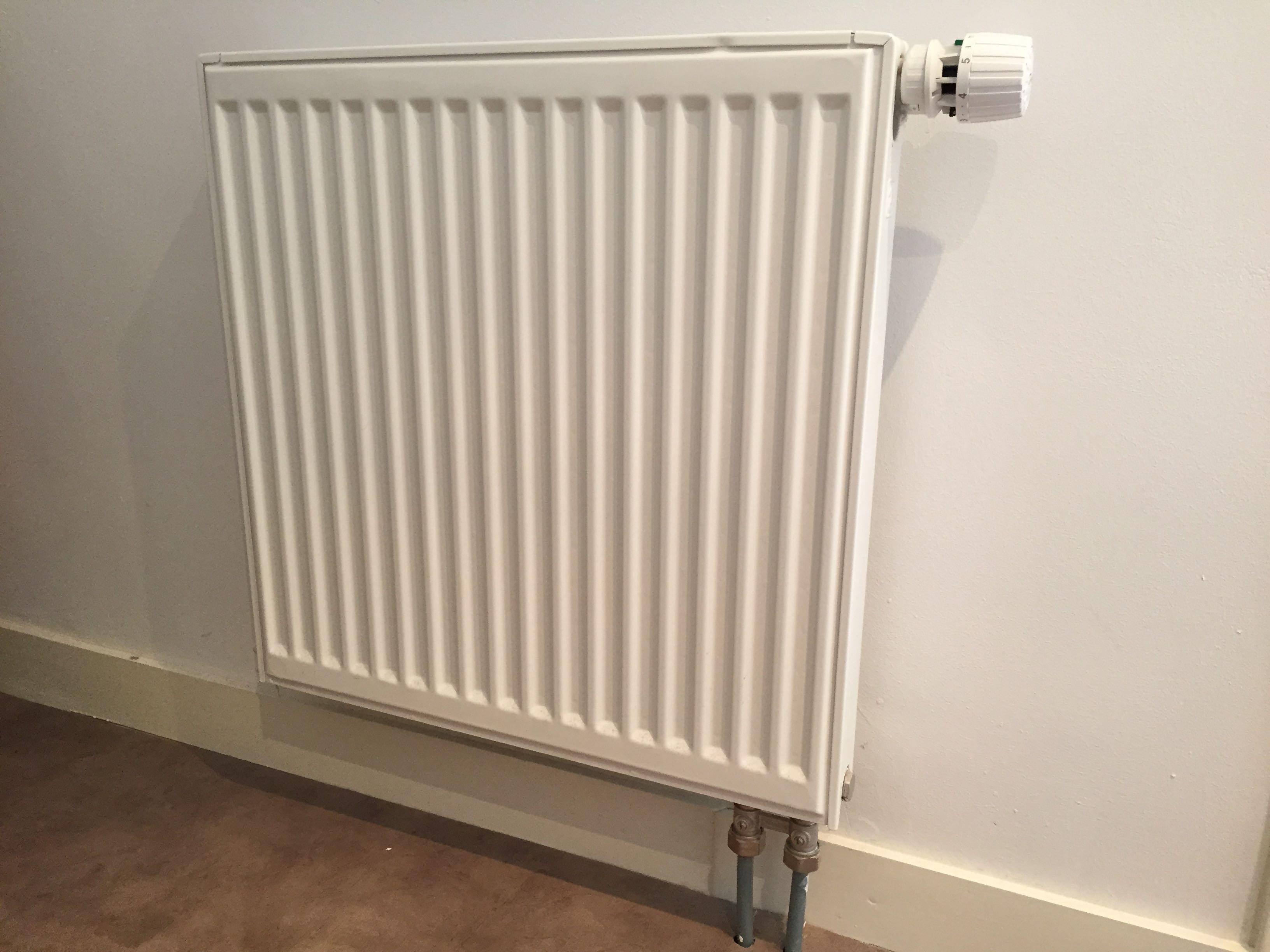 radiator verwarming af en aankoppelen. Black Bedroom Furniture Sets. Home Design Ideas