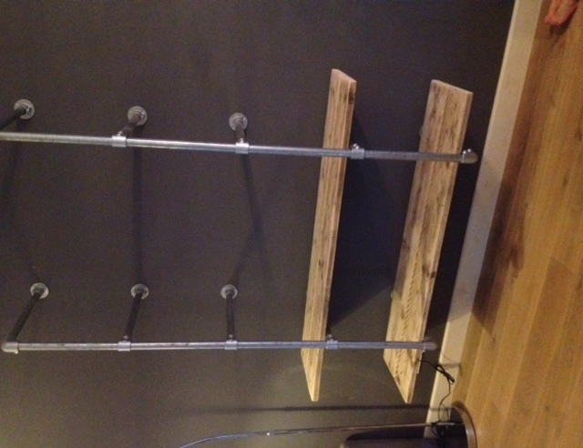 Wandmeubel van steigerbuis - Plank wandmeubel ...